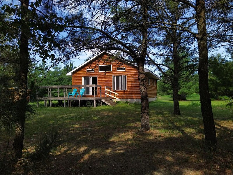 Quiet Family Gem with Private Dock, holiday rental in Pine River