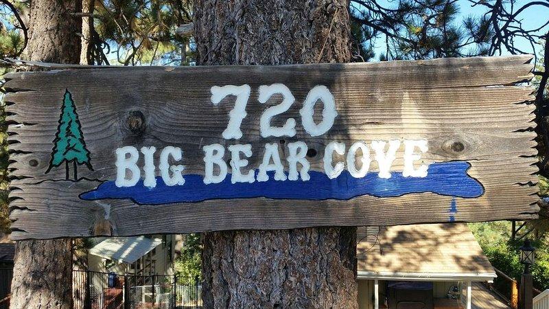 Beary Happy Cabin in a great location in Big Bear Lake, alquiler de vacaciones en Angelus Oaks