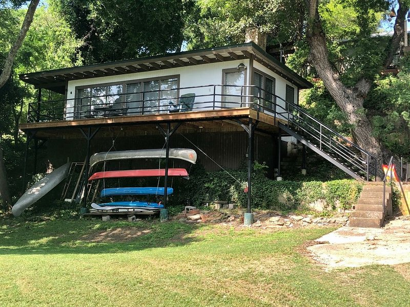 Treehouse on Flat Rock Lake (Guadalupe River), vacation rental in Kerrville