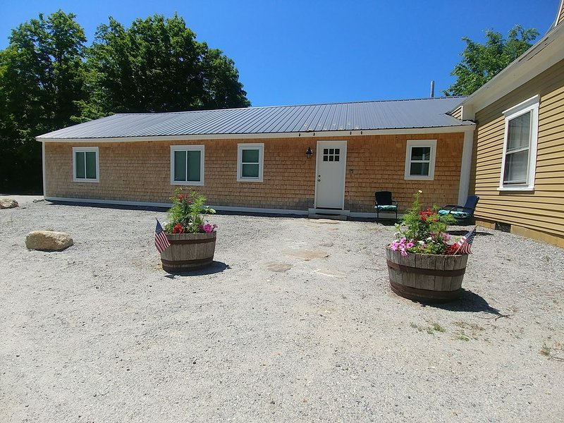 Central A/C and Fast WiFi in the Sunapee Region, one level 1400sf with 3 BRs, vacation rental in Washington
