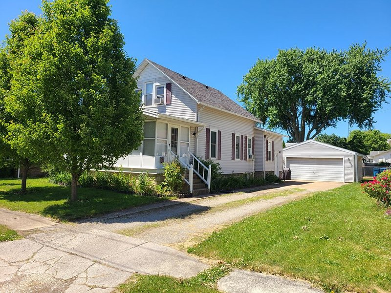 nice house in port clinton, only blocks away from jet express and downtown P.C., holiday rental in Port Clinton
