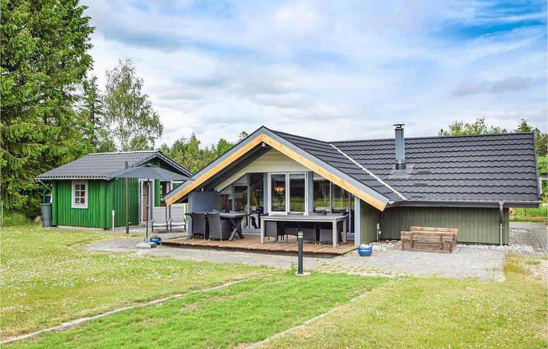 4 bedroom accommodation in Silkeborg, location de vacances à Bryrup
