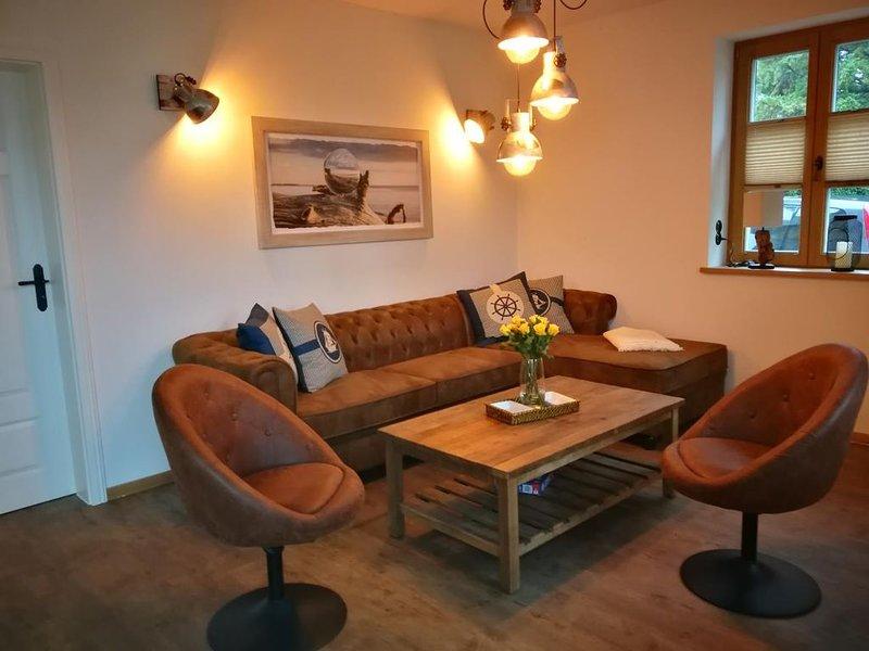 Boddenkutter - individuell, gemuetlich eingerichtetes reetgedecktes FH f. 8 Pers, casa vacanza a Hessenburg