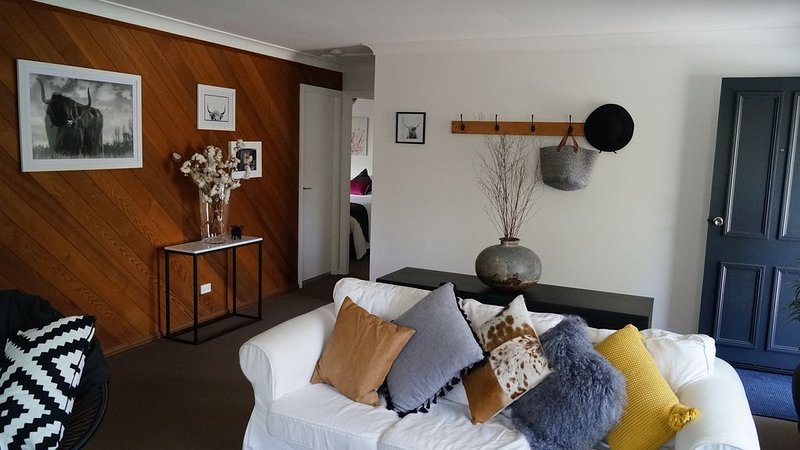 Easy flat stroll to main shopping hub, restaurants, cafes and walking trails, alquiler vacacional en Berry