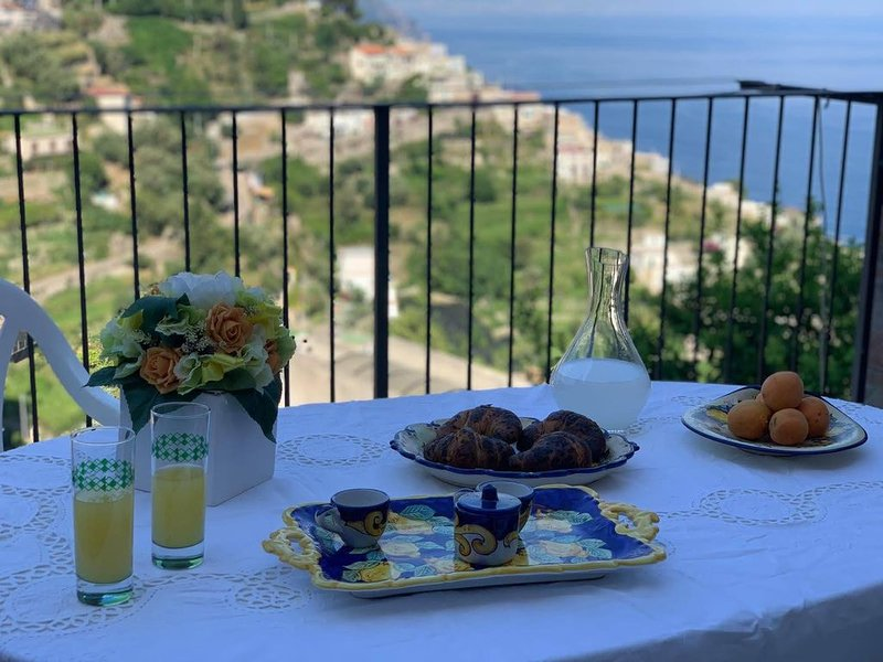 Lucy's house comfortable apartment in Amalfi, vacation rental in Pogerola
