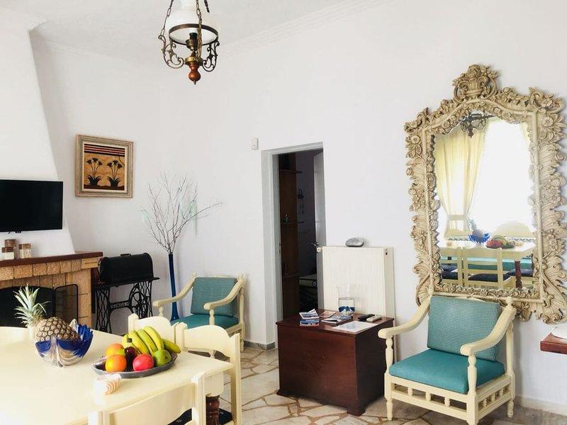 Cycladic house minutes walk from caldera, location de vacances à Akrotiri