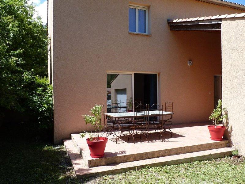 Soleil,fraîcheur et calme. Maison provençale entre rivière et montagne, casa vacanza a Bevons