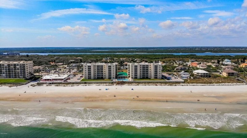 Beach Front Condo located on NO DRIVE Beach!, vacation rental in Port Orange