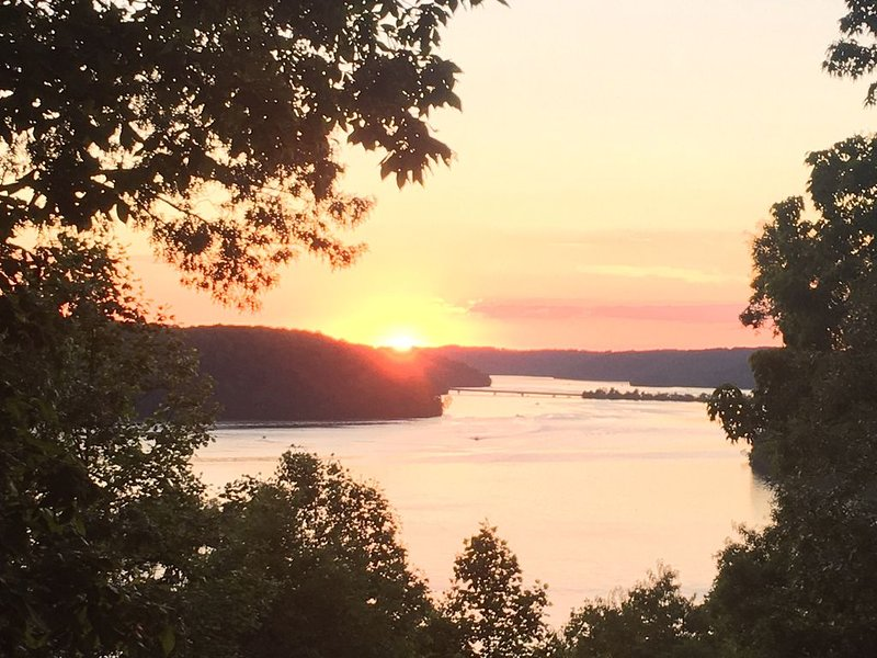 MillionDollar Sunset View NormandyLake  50% off monthly stay through April!, alquiler vacacional en Estill Springs