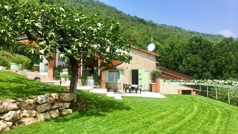 Silence and relaxation in the nature of the hills of Verona, holiday rental in Verona