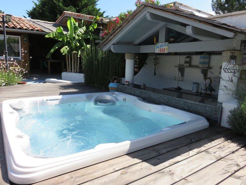 Jolie petite maison neuve style cabane de pêcheur, piscine chauffée et jacuzzi, location de vacances à La Teste-de-Buch