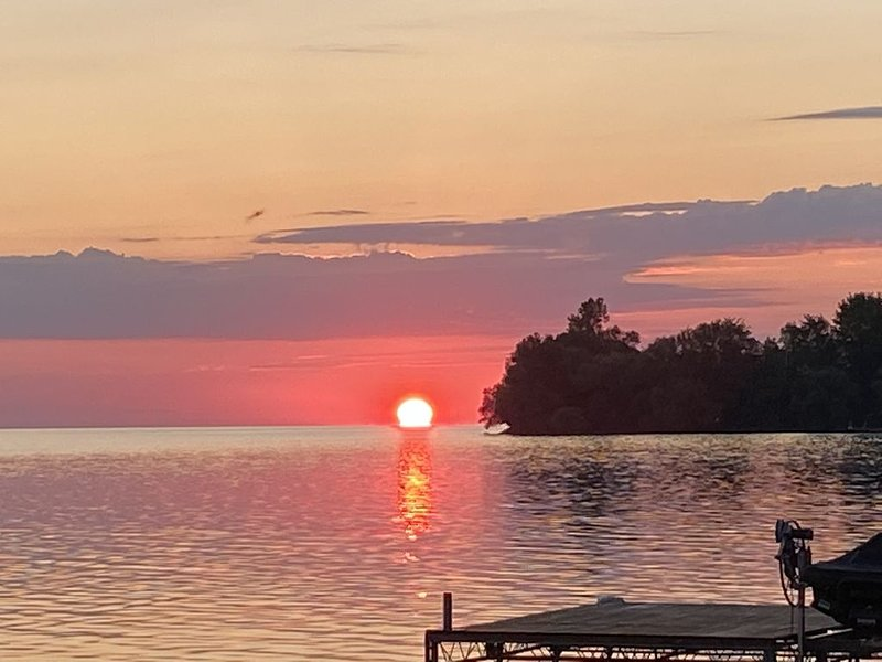 Amazing Waterfront Cottage at Big Bay Point, holiday rental in Orillia