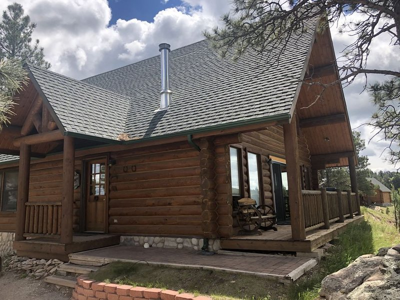 Devils Tower View, Custom Cabin, in Beautiful Black Hills, Wy, holiday rental in Hulett