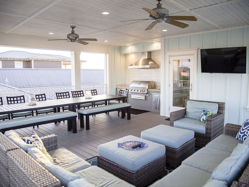 Brand New! Heavenly Beach Get-a-Way with Amazing 3rd Floor Covered Deck, vacation rental in Seacrest Beach