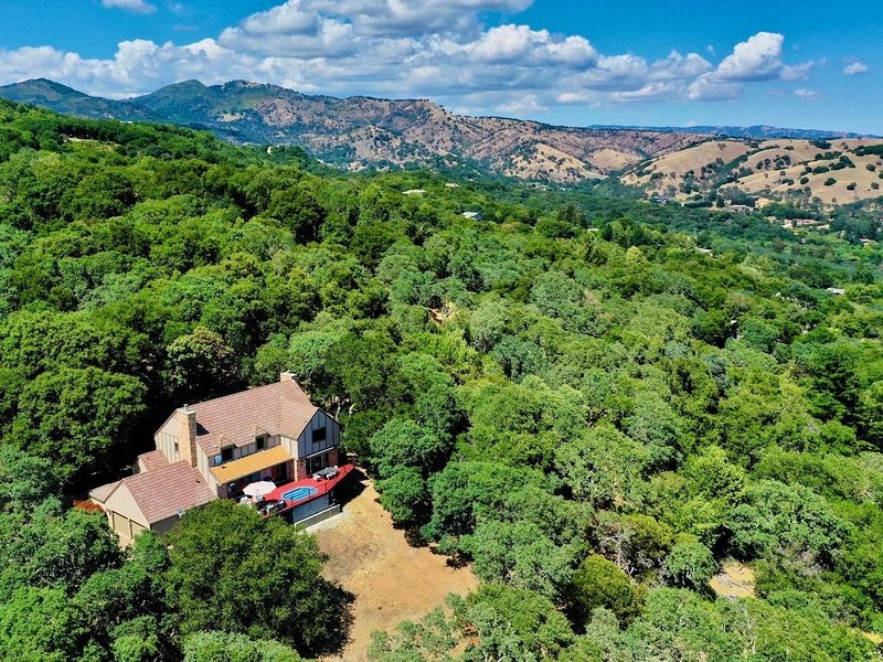 3 Acre Luxury Wine Estate with Breathtaking Views, holiday rental in American Canyon