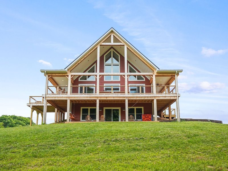 WIFI, New 2019, 20+private acres, Hiking, holiday rental in Lancaster