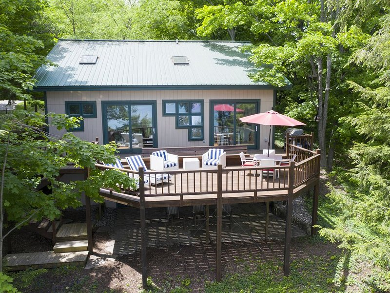 Walloon Lakefront - Wooded & Serene - Year-Round Beauty and Relaxation, holiday rental in Walloon Lake