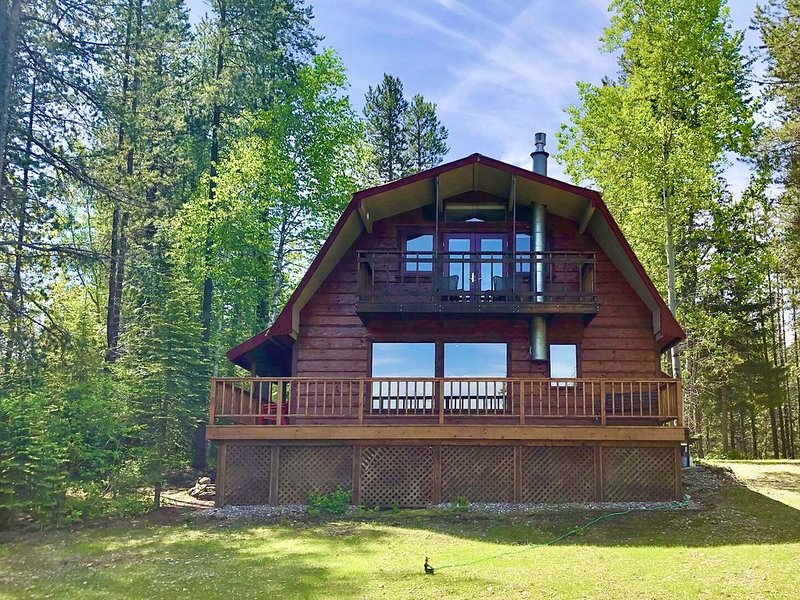 NEW! West Glacier Cabin with fantastic Glacier Mountain and Golf Course Views!, vacation rental in West Glacier