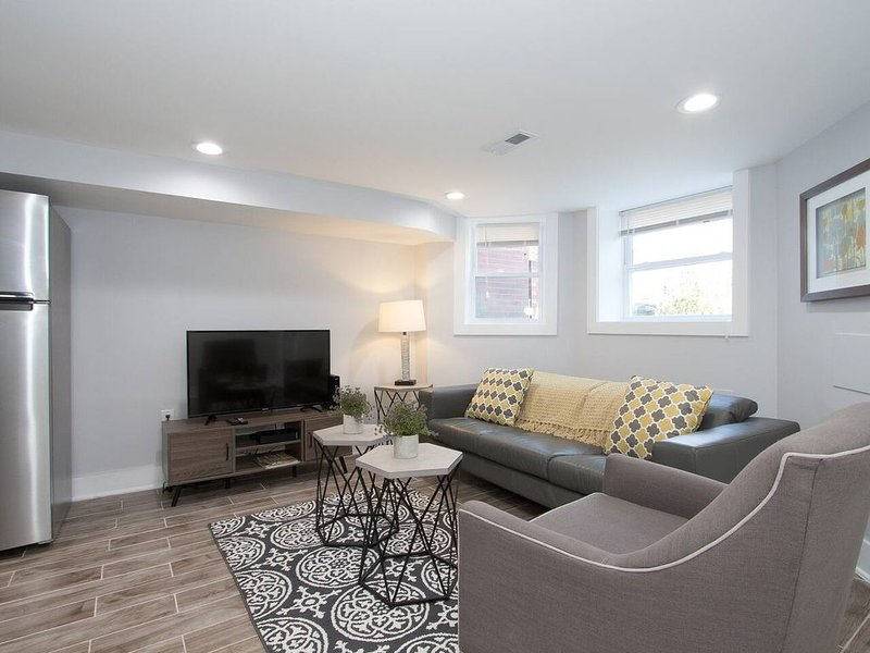 Fun & Luxe DC Living, Fast Wifi & Smart TV, holiday rental in Brentwood