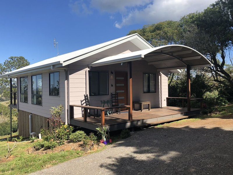 Enjoy stunning views of the Glasshouse Mountains and the rolling countryside – semesterbostad i Maleny