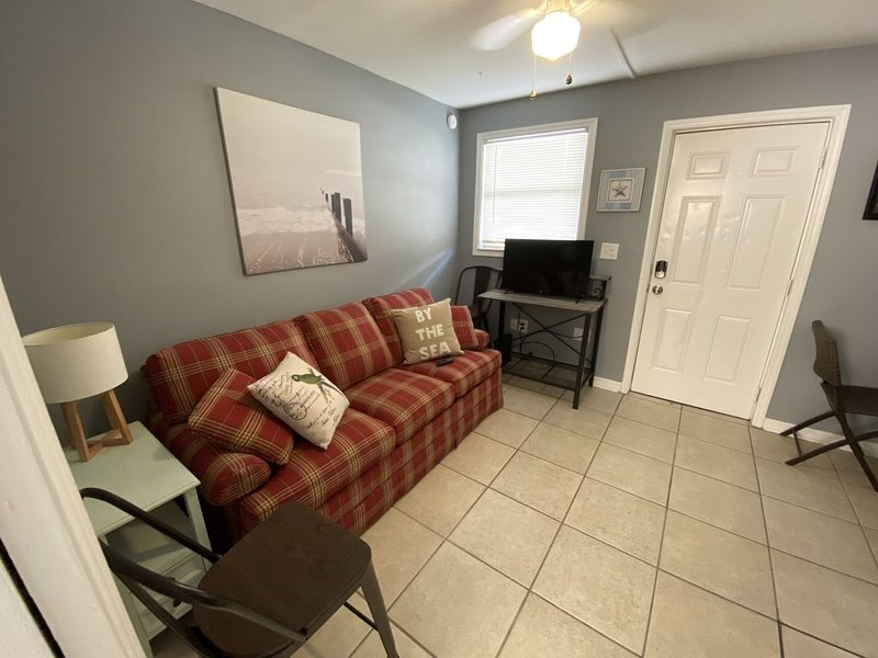 Enjoy Cape Holiday, just 200 yards from the beach!, Ferienwohnung in Cape Canaveral