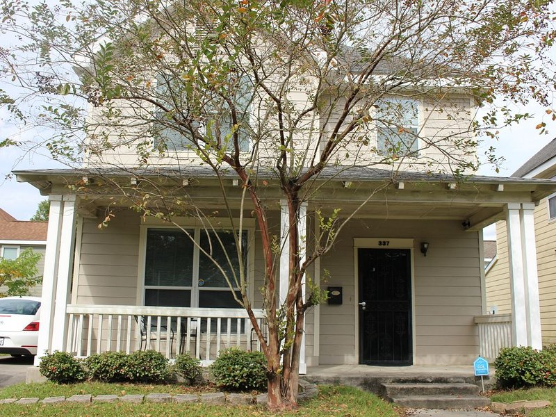 New 3 bedroom 2.5 bathroom home near LSU and Downtown, holiday rental in Baton Rouge