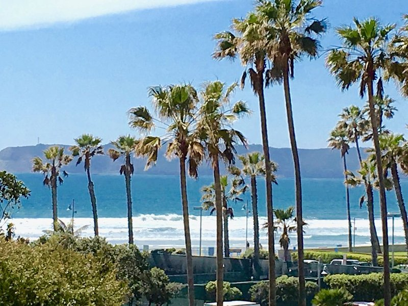 Coronado Shores 2BR 2BA Corner Ocean View, Minimum One Month Rental, holiday rental in Coronado
