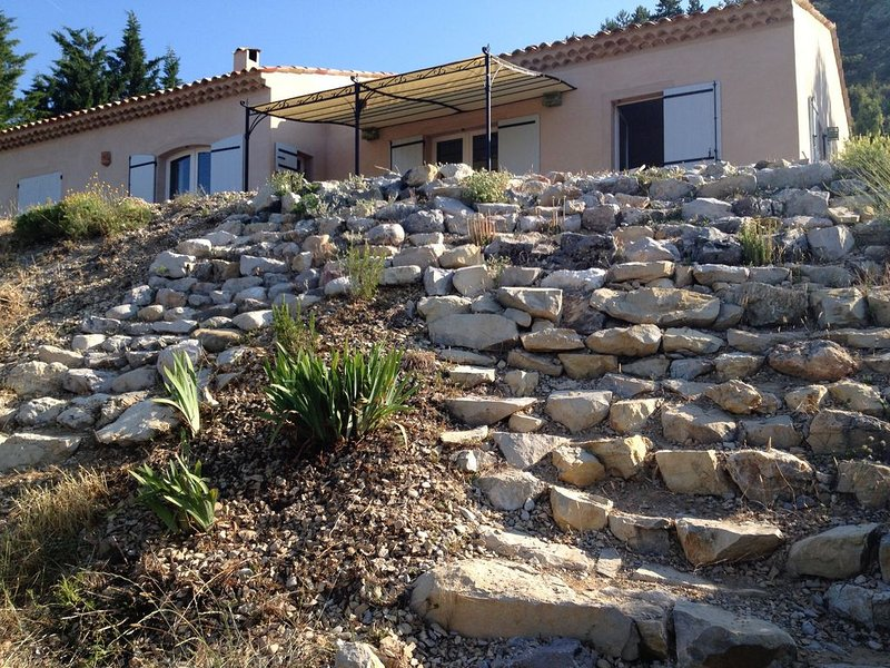 Location Maison Haute Provence avec vue imprenable., holiday rental in Barrême