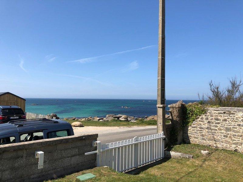 Villa Ker-Eog, pleine de charme, superbe vue mer, les pieds dans l'eau, casa vacanza a Plouescat