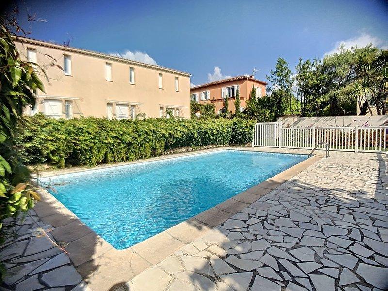2-3 pièces avec terrasse, deux pas plages Salis, Cap d'Antibes, holiday rental in Cap d'Antibes
