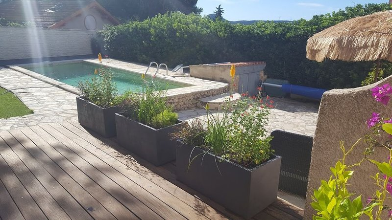 Maison indépendante avec piscine, holiday rental in Berre l'Etang