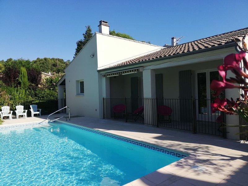 Villa 'Les P'tites Pommes' (LPP) avec terrasse couverte, piscine et garage., casa vacanza a Vaison-la-Romaine