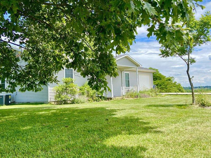 Pastoral Views - Quiet Modern House, alquiler de vacaciones en Crittenden
