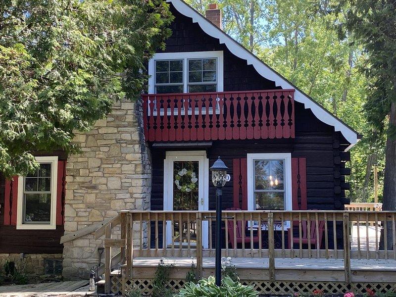 Fresh & Charming Vintage Log Cabin - June 2020 Remodel, holiday rental in Gills Rock