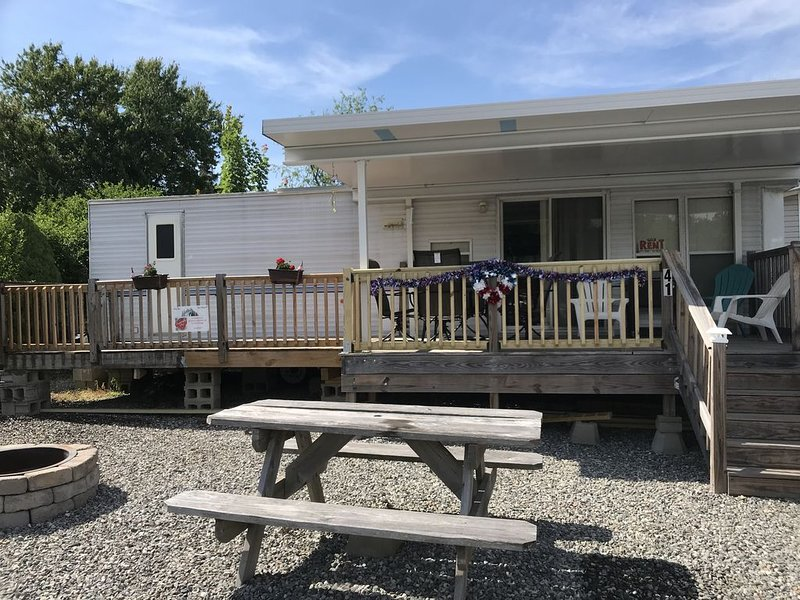 Trailer Available for Rent! Activities, pools, games, and much more!, location de vacances à Scotland