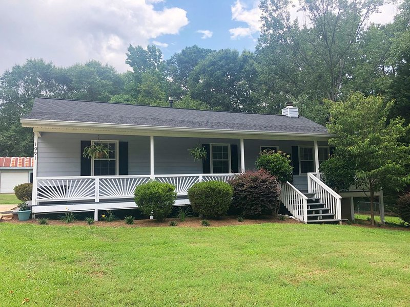 Newly Renovated 3 bed/2 bath Home near Athens, holiday rental in Good Hope