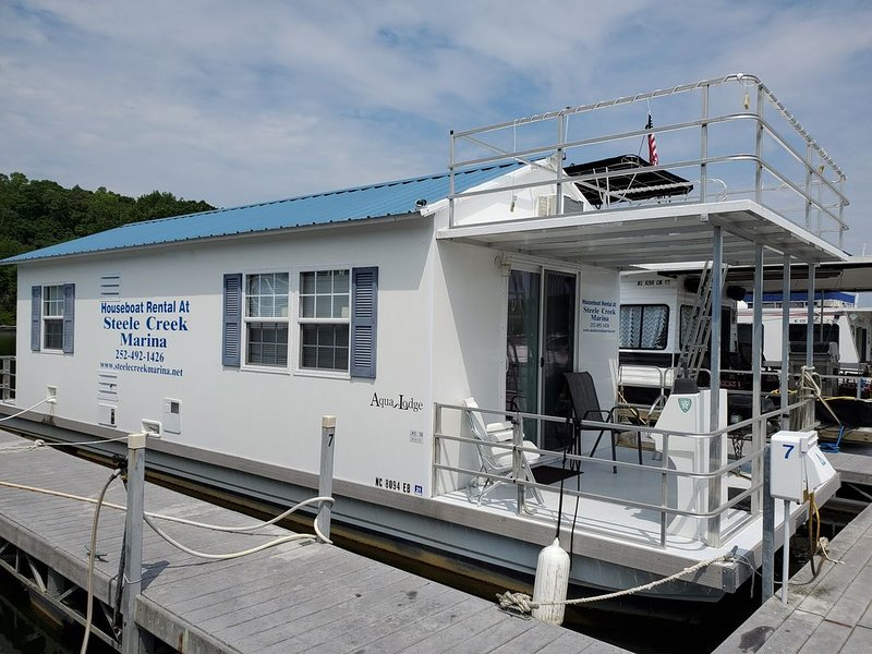 Floating Cabin at Steele Creek Marina--CAN NOT BE DRIVEN, holiday rental in Clarksville