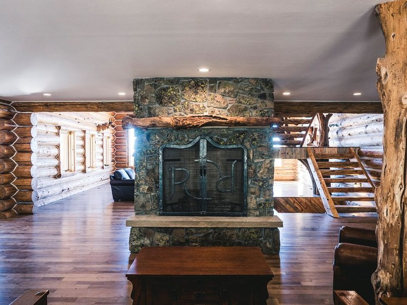 Escape to a 5-star Lodge at the top of a mountain in SW Colorado, vacation rental in Durango Mountain