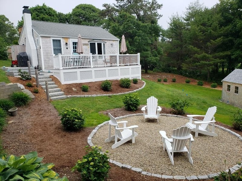 Your perfect Cape Cod Getaway!  Fully renovated cottage minutes from the beach!, location de vacances à Orleans