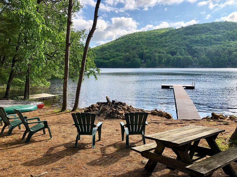 Cozy, Clean, Newly Renovated Lakehouse on Sacandaga w/Direct Water Access!, holiday rental in Northville
