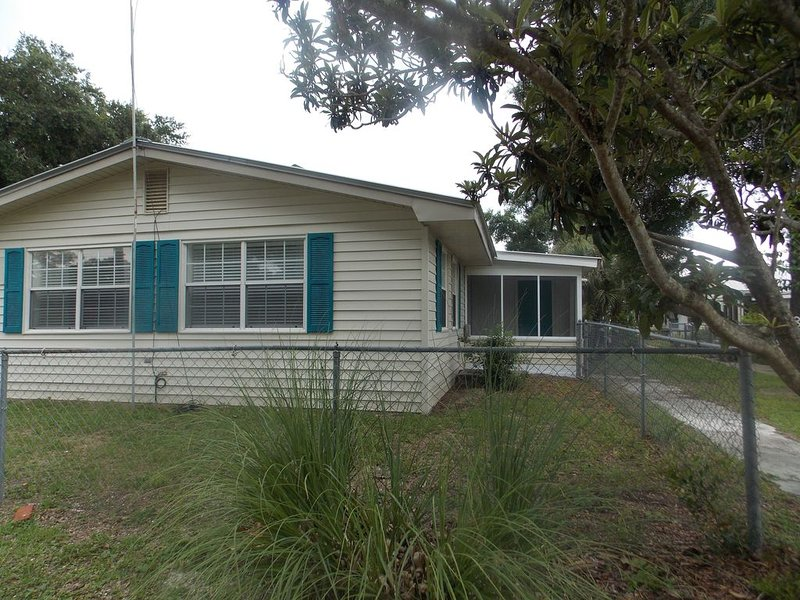 Newly Renovated Coastal Living Style, vacation rental in Carrabelle