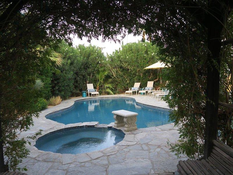 Private Oasis Just Steps From Old Town La Quinta!, alquiler de vacaciones en La Quinta
