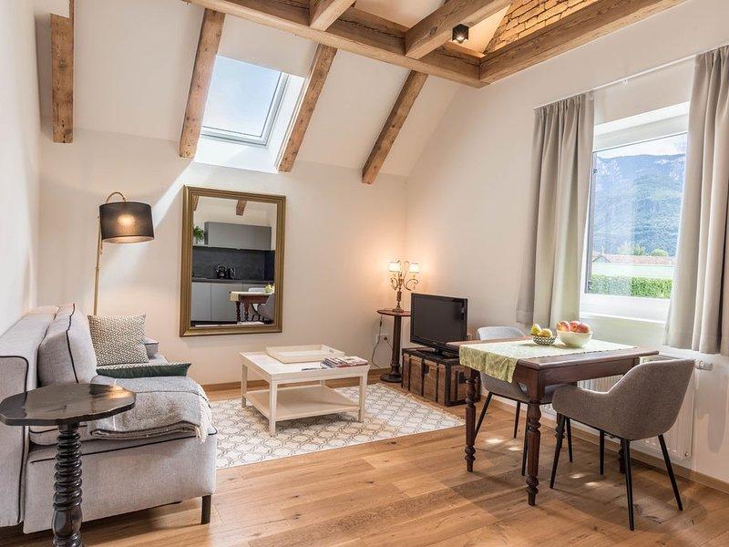 Liebevolles gemütliches Gemma Einzimmerapartment Emma mit Bergblick und WLAN; Pa, holiday rental in Meltina