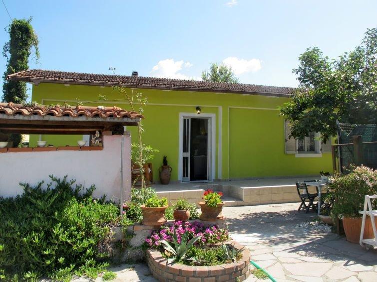 Ferienhaus Pucci (MAS380) in Marina di Massa - 4 Personen, 1 Schlafzimmer, vacation rental in Ronchi