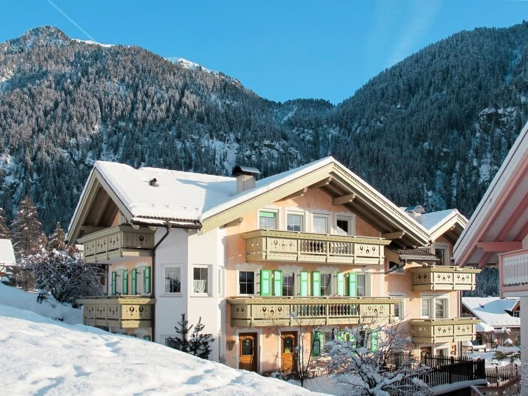 Apartment Casa Cecilia  in Fontanazzo, Dolomites - 6 persons, 3 bedrooms, holiday rental in Campestrin