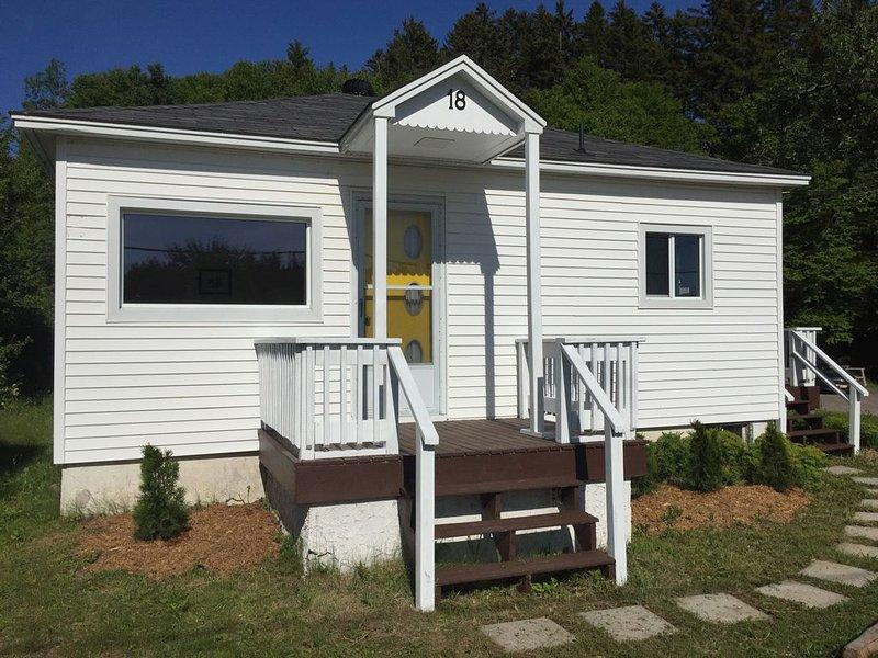 The Yellow-Door Cottage in Saint Martins, alquiler de vacaciones en Gardner Creek