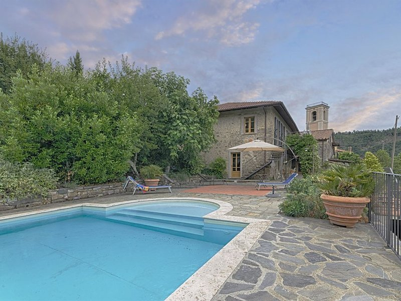 Podere dell' Angelo- 9 Pax / Pool/ large outdoors, holiday rental in Fivizzano