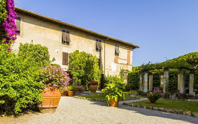 Villa Rita - Typical Tuscany Apartment, location de vacances à Navacchio
