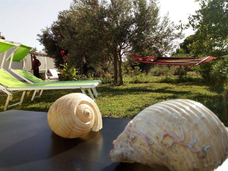 La mia casa si trova a 400 m dalla spiaggia e si va a  piedi., holiday rental in San Lorenzo