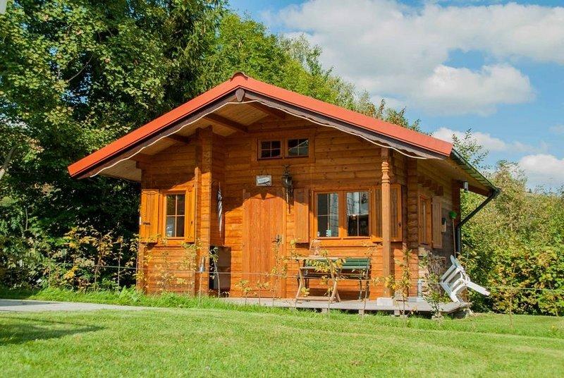 Gemütliches Blockhaus auf schönem Campingplatz, casa vacanza a Kustelberg